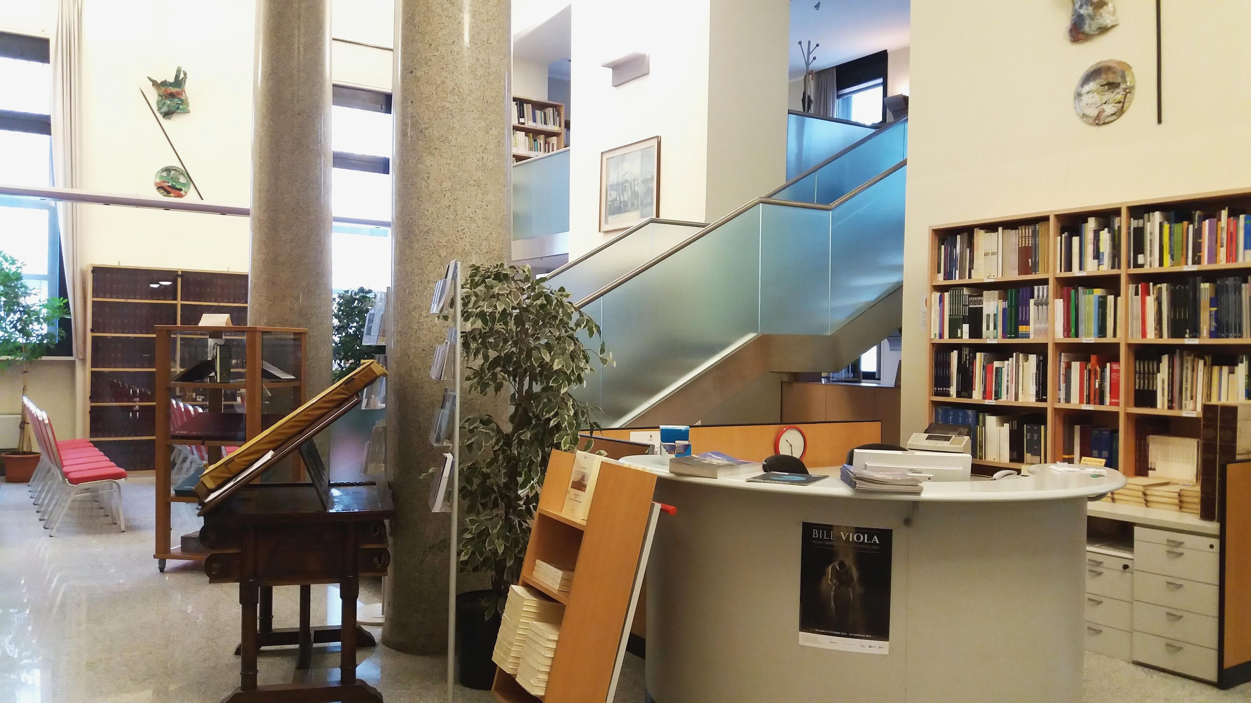 Biblioteca isimbardi della provincia di milano for Copia mobili di design